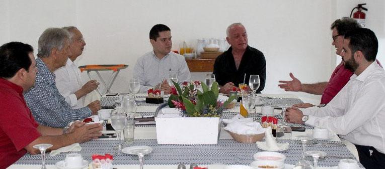 Se reúne el Fiscal Jorge de los Santos con cónsules honorarios en Guerrero